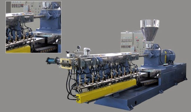 Push pull structure of double screw extruder