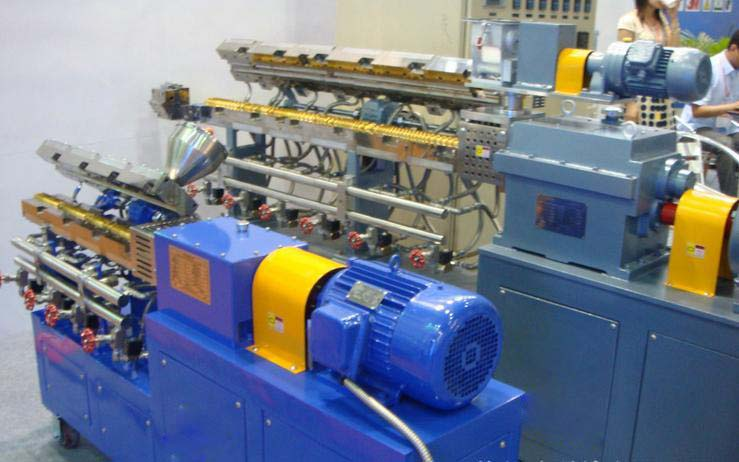 Split type double screw extruder