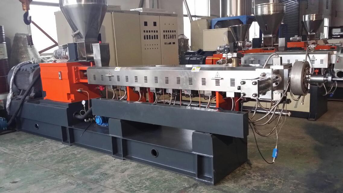 The parallel double screw extruder